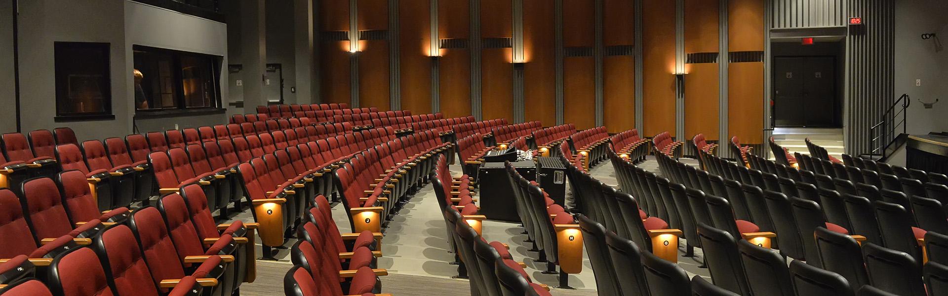 460 sièges numérotés pour faciliter l'assignement des places.