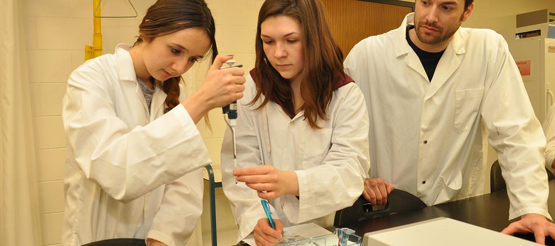 Laboratoire de biologie, empreinte génétique, manipulation d'ADN