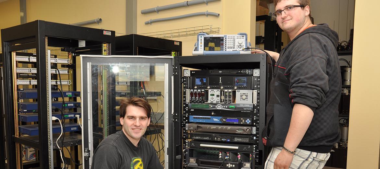 Montage et ajustement d'une tête de ligne de câblodistribution