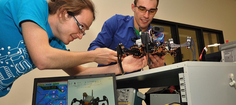 Hexapode se déplaçant à l'aide d'intelligence artificielle