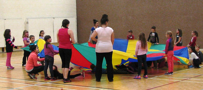 Les étudiantes et étudiants sont les organisateurs de ces activités en gymnase.