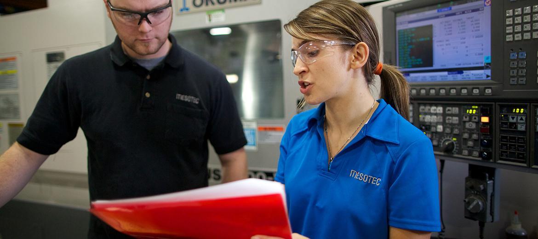 L'alternance travail-études permet d'intégrer ses connaissances dans un milieu professionnel.