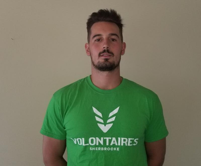 Antoine St-Onge est le nouvel entraîneur-chef de l'équipe de basketball masculin division 3 des Volontaires du Cégep de Sherbrooke.